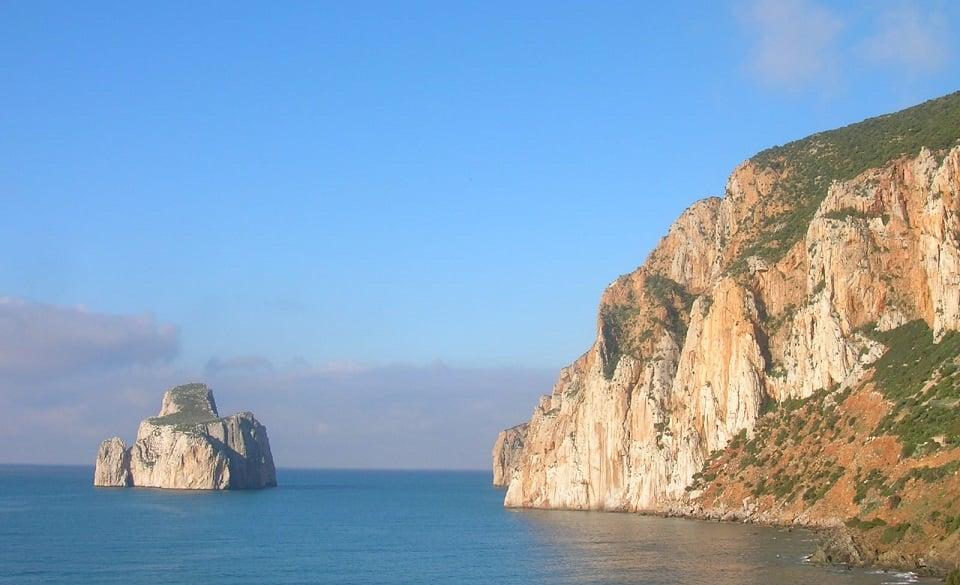 Masua in Sardegna con il suo famoso scoglio denominato pan di zucchero