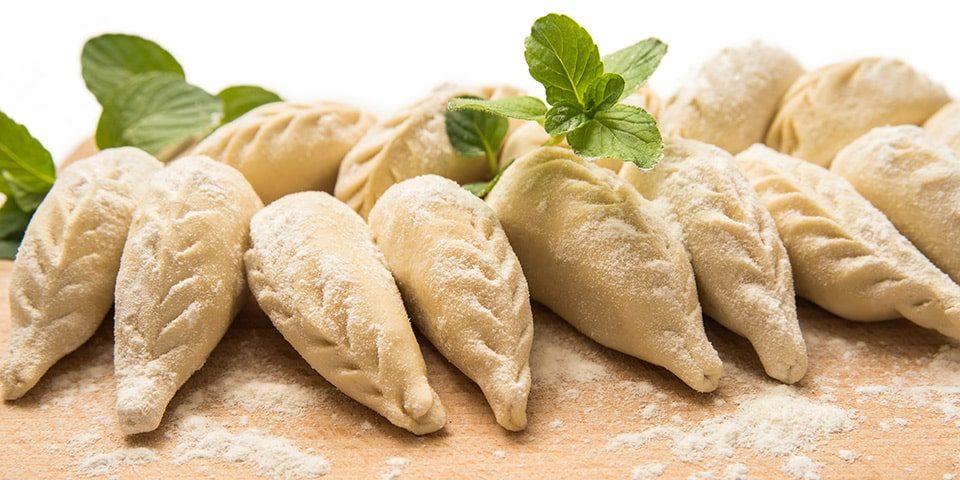 I culurgiones, ravioli tipici della gastronomia sarda con ripieno di patate, pecorino, cipolle e menta