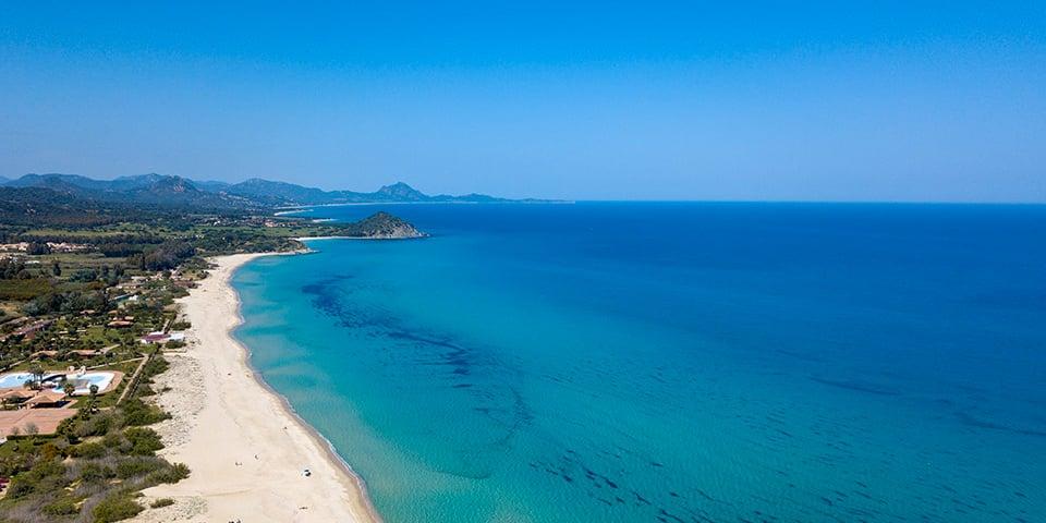 Vista aérea de una playa en la zona de Costa Rei