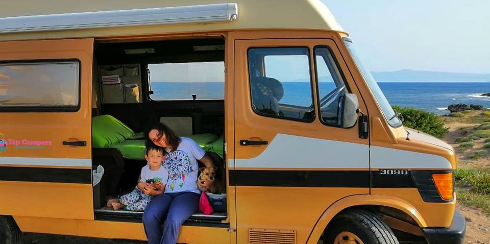 En camping-car avec chien à bord en Sardaigne: 5 conseils pour des vacances parfaites